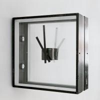 Albert Weis, temps, 2009, Stahlgehäuse, Glas, zwei Uhrwerke, 34 x 34 x 15 cm